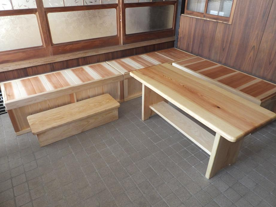 腰掛とテーブル1